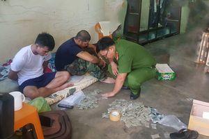 Đắk Lắk: Bắt quả tang tụ điểm bán 'cỏ Mỹ' cho con nghiện