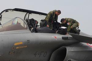 Đội máy bay chiến đấu Pháp lần đầu tiên đến Việt Nam