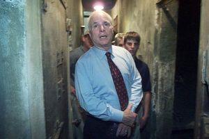 'John McCain là biểu tượng của quá trình hòa giải quan hệ Việt-Mỹ'