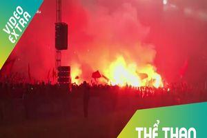 Pháo sáng nhuộm đỏ trời Lạch Tray sau khi Olympid Việt Nam thắng Syria