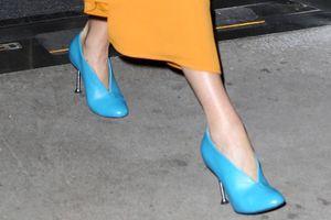 Chìa khóa mặc đẹp của Victoria Beckham là chọn đôi giày nổi bật