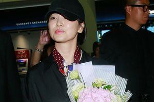 Song Hye Kyo tới Hong Kong: 5 vệ sĩ và 10 khán giả ở sân bay