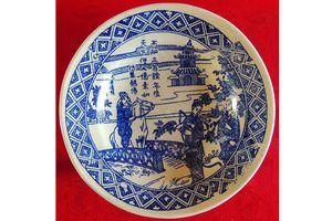 Sưu tầm đĩa sứ quý minh họa cảnh chị em Thúy Kiều du xuân
