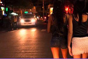 Hai thanh niên chuyên 'săn' phụ nữ đi đêm để cướp giật tài sản