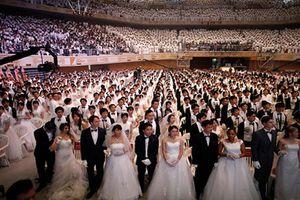 Kinh ngạc đám cưới tập thể của hàng nghìn cặp đôi tại Hàn Quốc