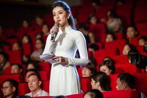 Huyền My duyên dáng dẫn chương trình 'Những trái tim đồng cảm'