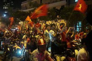 Người hâm mộ ăn mừng U23 Việt Nam với chiến thắng lịch sử