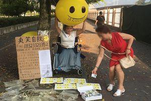 Clip: Kì lạ cô gái bán... 'nụ cười' để có tiền chữa bệnh