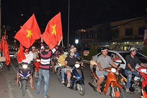 Người hâm mộ tại nhiều địa phương ăn mừng chiến thắng của Olympic Việt Nam
