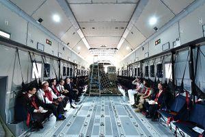 Cận cảnh dàn máy bay quân sự Pháp tại sân bay Nội Bài