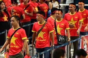CĐV Việt Nam lên đường cổ vũ đội tuyển Olympic