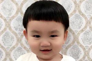 Cậu bé khiến dân mạng thích thú khi khóc đòi cha cho đi 'bão'