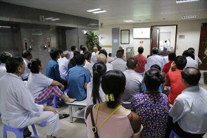 Bệnh nhân quên hết đớn đau, hò reo cổ vũ cho U23 Việt Nam