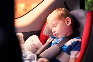 Đừng nên cho trẻ sơ sinh ngủ trên ghế ô tô vì có thể nguy hiểm đến tính mạng bé
