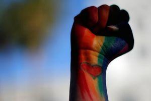 Báo động tình trạng tuổi teen Anh tự hại mình vì giới tính 'khác'
