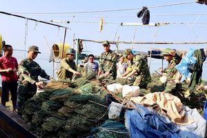 Nóng tình trạng 'tận diệt' nguồn lợi hải sản mùa du lịch