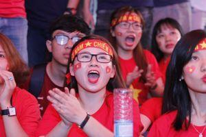 Nhiều trường đại học ở TP.HCM tổ chức cho sinh viên cổ vũ U23 Việt Nam đá bán kết ASIAD 2018