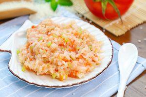 Mách mẹ làm món cơm trộn tôm - cà chua thơm ngon, hấp dẫn, bé yêu không thể cưỡng lại