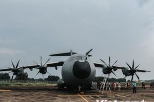 Trải nghiệm cùng máy bay quân sự Pháp trên bầu trời Hà Nội
