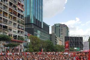 Người dân TP.HCM náo nhiệt, sôi động trước trận đấu lịch sử của Olympic Việt Nam