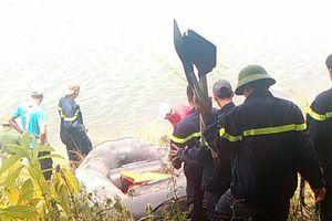 Huế: Gần 10 chiến sỹ tích cực lặn tìm người đàn ông gieo mình xuống sông Bồ