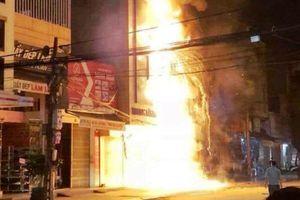 Cháy lớn trên phố sầm uất nhất ở Thanh Hóa, nhiều người hoảng loạn