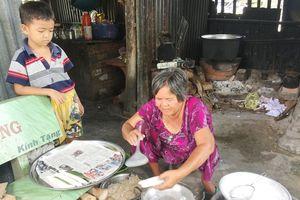 Làng toàn người già, trẻ con ở Tịnh Biên: 'Cao tuổi rồi mà vẫn phải làm quần quật'