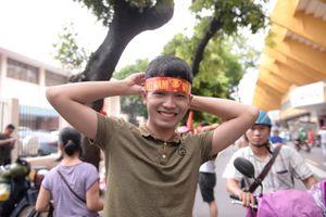 Trước giờ bán kết Việt Nam-Hàn Quốc, Hà Nội 'nhuốm màu' cờ đỏ sao vàng