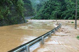 Mưa lũ khiến hàng chục hộ dân ở Sơn La phải di dời khẩn cấp