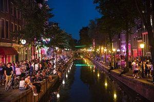 Amsterdam hạn chế du khách để tự… cứu mình