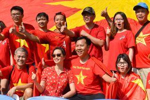 Olympic Việt Nam thua bán kết, tour xem bóng đá hạ nhiệt và giảm giá