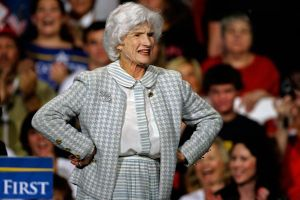 Mẫu thân 106 tuổi tiễn biệt con trai John McCain lần cuối