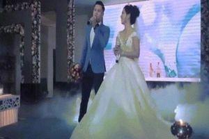 Cô dâu chú rể song ca mashup cực hay trong đám cưới