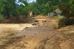 Mưa lũ, nhiều xã miền núi ở Nghệ An bị chia cắt gần nửa tháng