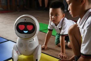 'Giáo viên' robot bùng nổ khắp nhà trẻ Trung Quốc