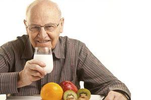 Phòng ngừa táo bón cho người cao tuổi hiệu quả nhất