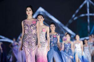 Việt Anh dành mưa lời khen cho thí sinh HH ở đêm mở màn thời trang