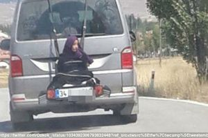 Trói con gái sau ôtô, ông bố lái xe chạy quanh làng