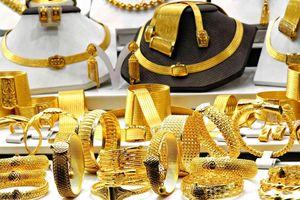 Giá vàng chốt phiên 30/8: Vàng thế giới thoái lui, vàng SJC tăng tới 60.000 đồng/lượng