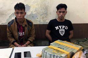 Bắt 2 anh em ruột vận chuyển 18 bánh heroin