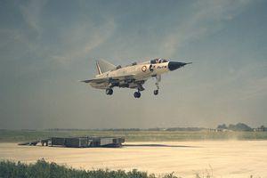 Chiến cơ Dassault Mirage IIIV Balzac cất cánh thắng đứng của Pháp