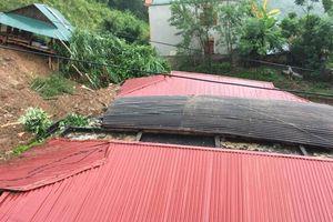 Mưa lớn làm nhiều dãy phòng học ở huyện miền núi bị sập