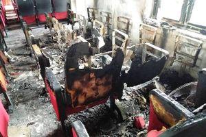 Trụ sở ủy ban xã cháy ngùn ngụt sau tiếng nổ lớn