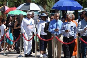 Hàng nghìn người đội nắng nóng đến viếng John McCain ở Arizona
