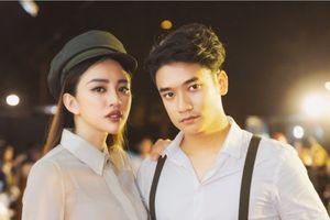 Thiên Nga nổi bật với style mũ bán báo cổ điển bên cạnh hot boy Samuel An The Voice