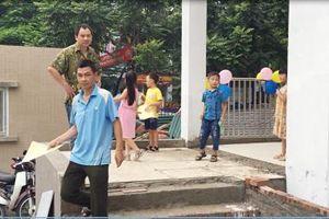 Viết tiếp vụ: Trường tiểu học Thanh Xuân Bắc chưa thi công hoàn thiện đã đón học sinh nhập học: Bài 3: Đặt lịch làm việc gần 1 tháng, UBND quận Thanh Xuân vẫn cố tình không cung cấp thông tin cho báo chí?