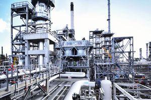 Mối lo nguồn cung từ Iran đẩy giá dầu vọt lên cao nhất trong tháng