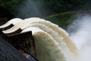 Lũ lịch sử khiến thủy điện Bản Vẽ xả mức kỷ lục