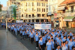 2.000 cán bộ, nhân viên Dược Hậu Giang đi bộ gây quỹ cho bệnh nhân