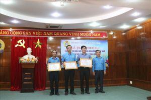 Trao thưởng cuộc thi Tìm hiểu Đại hội Công đoàn tỉnh Quảng Nam lần thứ 16
